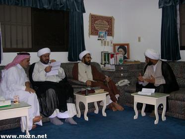 سماحة الشيخ يوسف وسماحة الشيخ سعيد في نقاش