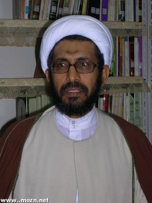 سماحة الشيخ يوسف المهدي في مكتبته